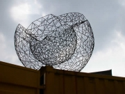 Doppelwandige Skulptur - aus Stahl geschweißt