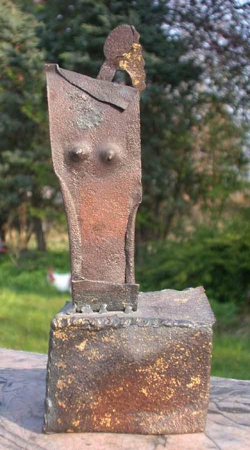 Skulptur aus stahl geschwei t und teilweise mit blattgold for Gartendeko aus stahl