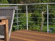 Balkongeländer aus verzinktem Stahl mit Edelstahl Handlauf