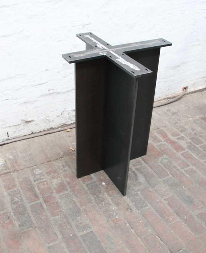 tischgestell f r ein modell aus geschliffenem edelstahl. Black Bedroom Furniture Sets. Home Design Ideas