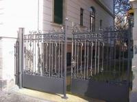 Tor aus Stahl geschmiedet, mit ornamentaler Füllung, Preis pro qm