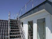 Treppe und Tragekonstruktion aus Edelstahl