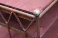 TV Tisch aus rostigem Rundeisen mit Regalböden aus Holz