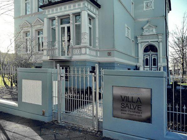 """""""Villa Salve"""" schönes Schild für eine schöne Villa"""