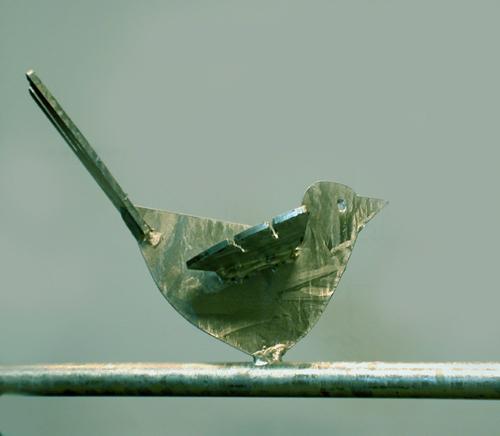 Super: Fenstergitter mit verzinktem Vogel