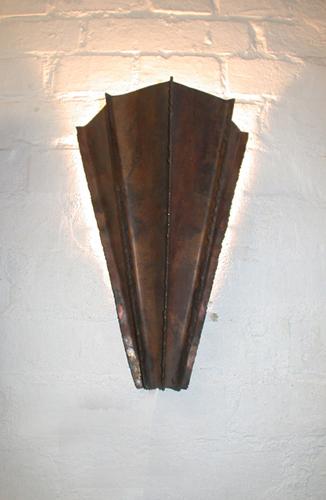 Wandleuchte aus patiniertem Kupfer