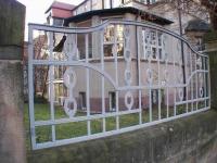 Geschmiedeter Zaun aus feuerverzinktem Stahl