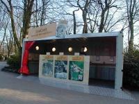 Zoo Card Container vor den Kassen im Zoo Hannovers